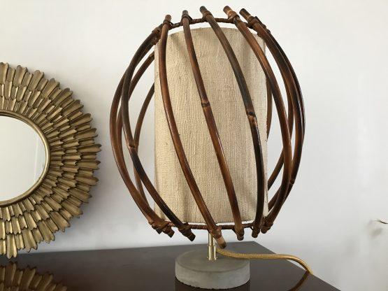 lampe à poser vintage en rotin et béton