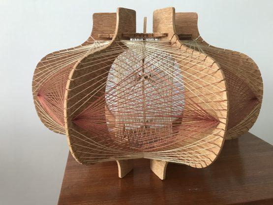 suspension scandinave vintage bois et fils tendus