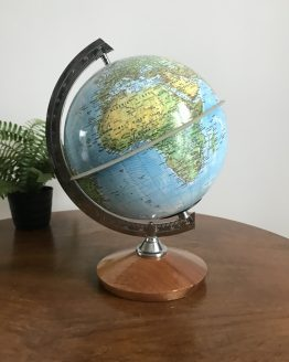 Globe terrestre ancien plastique sur pied en bois