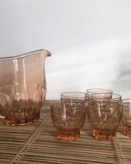 pichet et verres roses