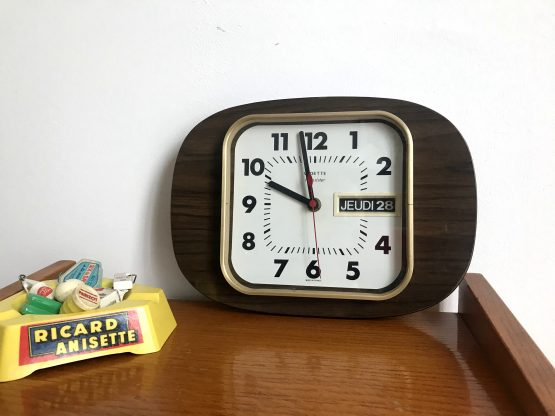 Horloge murale vintage vedette en formica (HS/Déco)