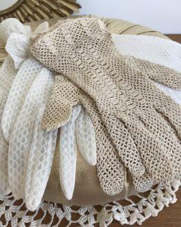 paires de gants anciens en dentelle crochet et nylon